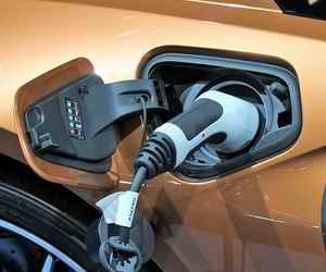 Электромобиль Chevrolet Volt - 2019: зарядка за 2 часа