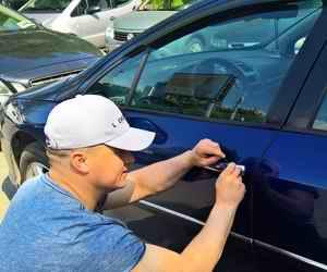 Как открыть машину, если она не открывается с помощью брелка?